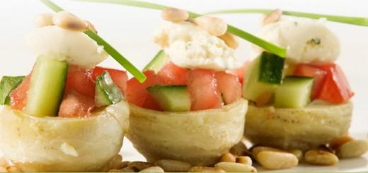 Gevulde artisjokharten met tomaat en komkommer
